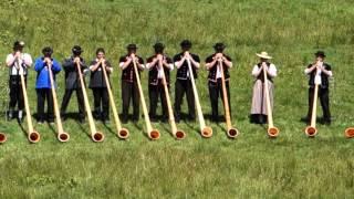 22 Alphorns Play in Switzerland