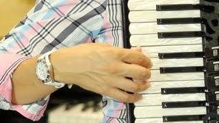 Colocando la mano derecha - Aprende a tocar el acordeón